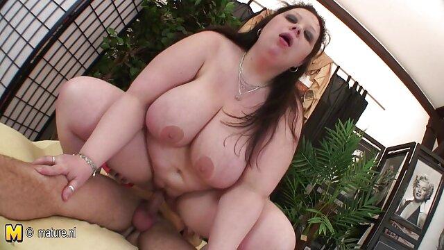 XXX कोई पंजीकरण  वैनेसा केज सोफे पर टीया साइरस को खाती फुल हिंदी सेक्सी मूवी है